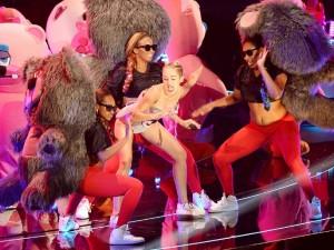 Miley-Cyrus-Teddy